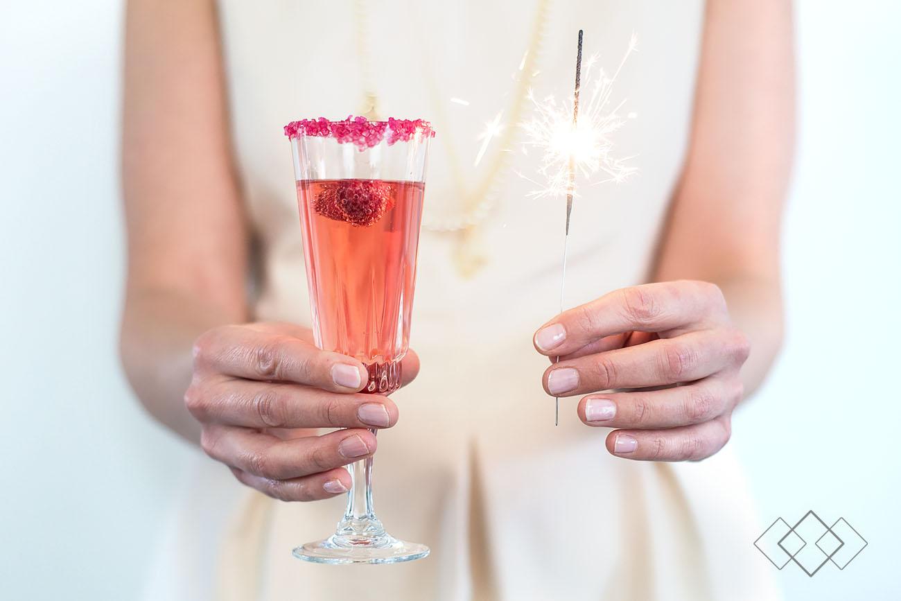 HappyNewYear - handen met glas en sterretje